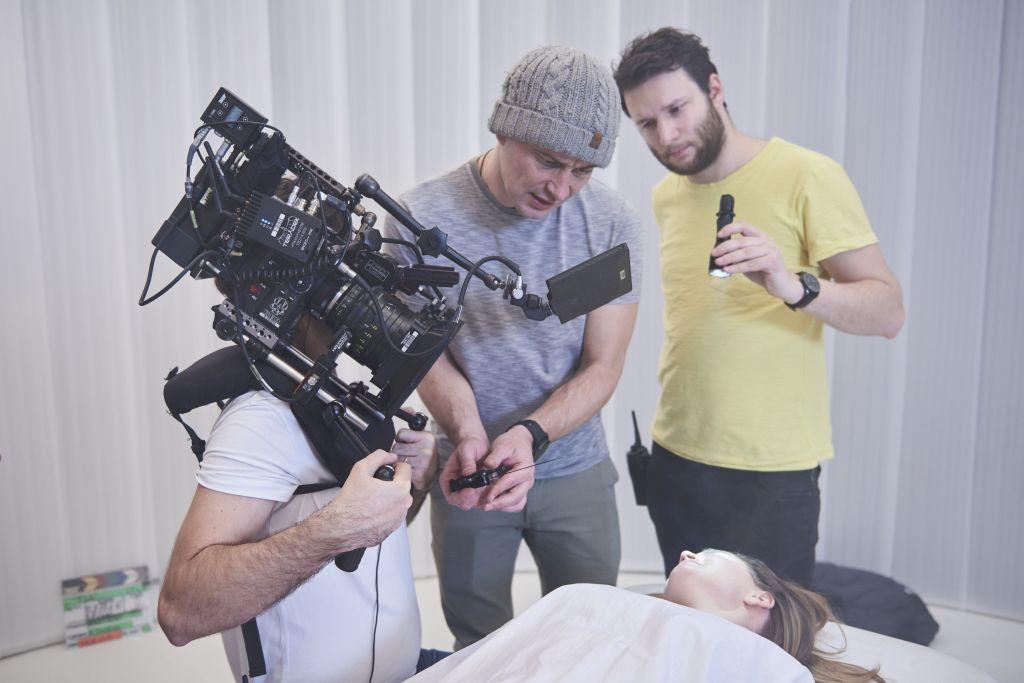 Režisér Jan Pavlacký (uprostřed) během natáčení seriálu Haunted