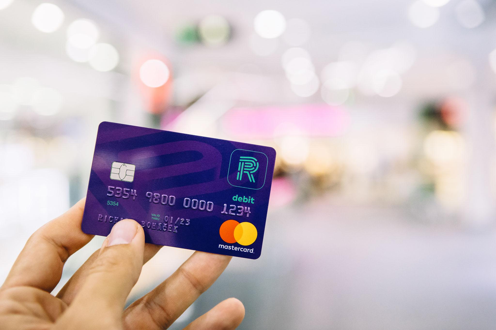 K aplikaci Richee můžete získat zdarma i účet a platební kartu