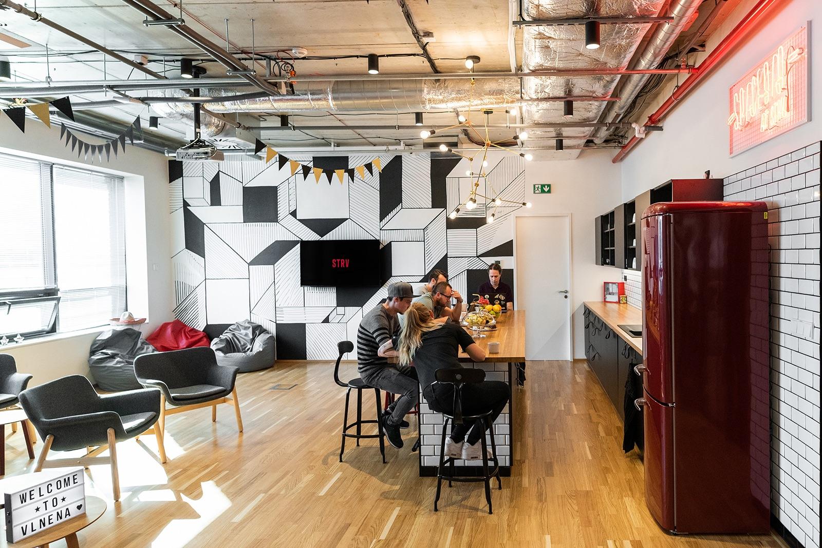 Breakout zóna a kuchyň nových kanceláří STRV v Brně