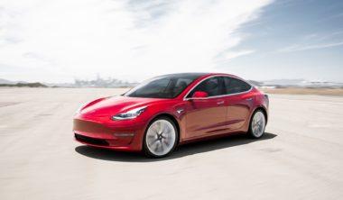 tesla-Model 3 Performance – Red Turn