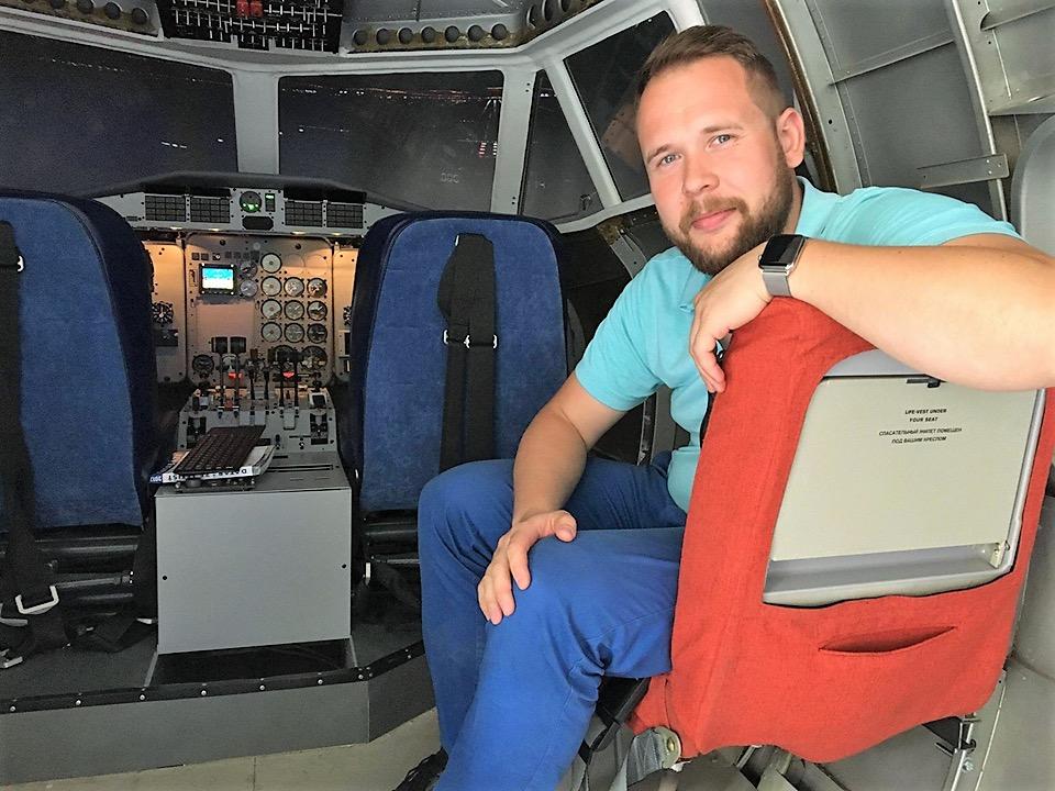 David Miklas v simulátoru L410