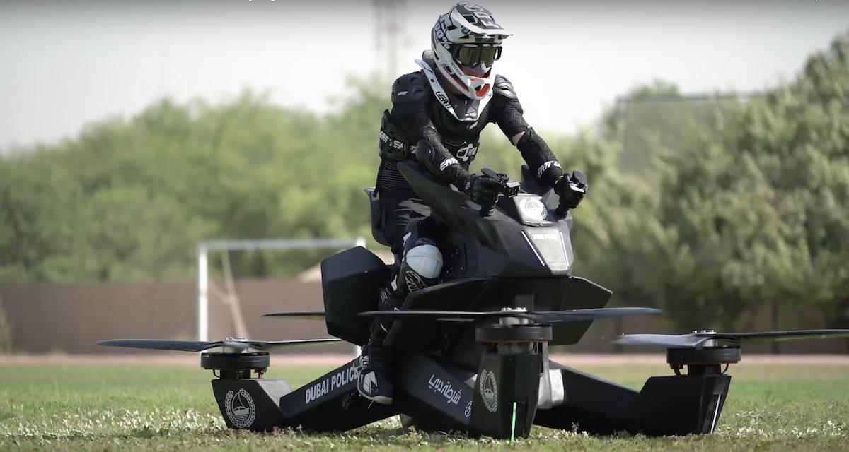 Létající motorka, prodávaná za 150 tisíc dolarů, se dokáže chovat i jako dron se 40minutovou výdrží na baterku