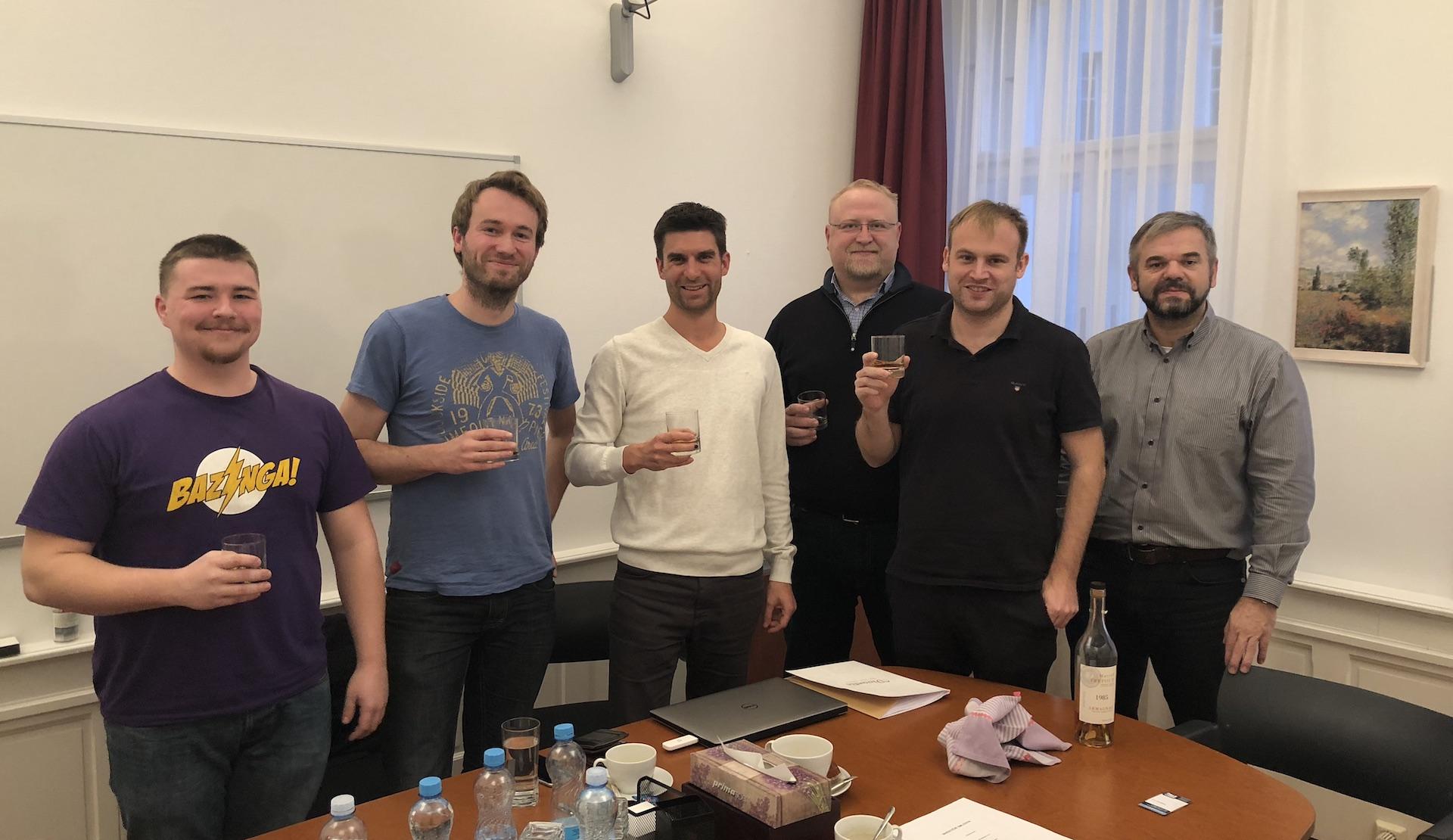Zleva: Jakub Kulhan, Kamil Demuth, Martin Rozhoň, David Špinar (Miton), Jan Barta, Petr Krajíček (Pale Fire Capital)