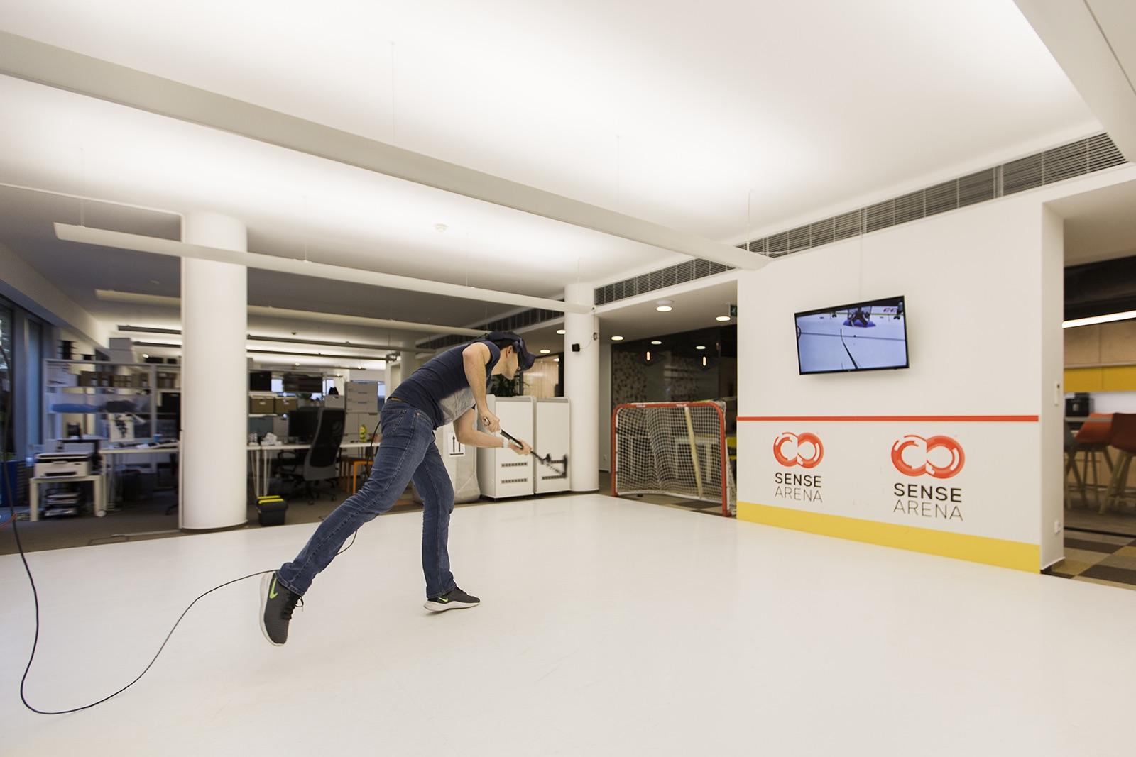 Simulátor hokeje ve virtuální realitě Sense Area