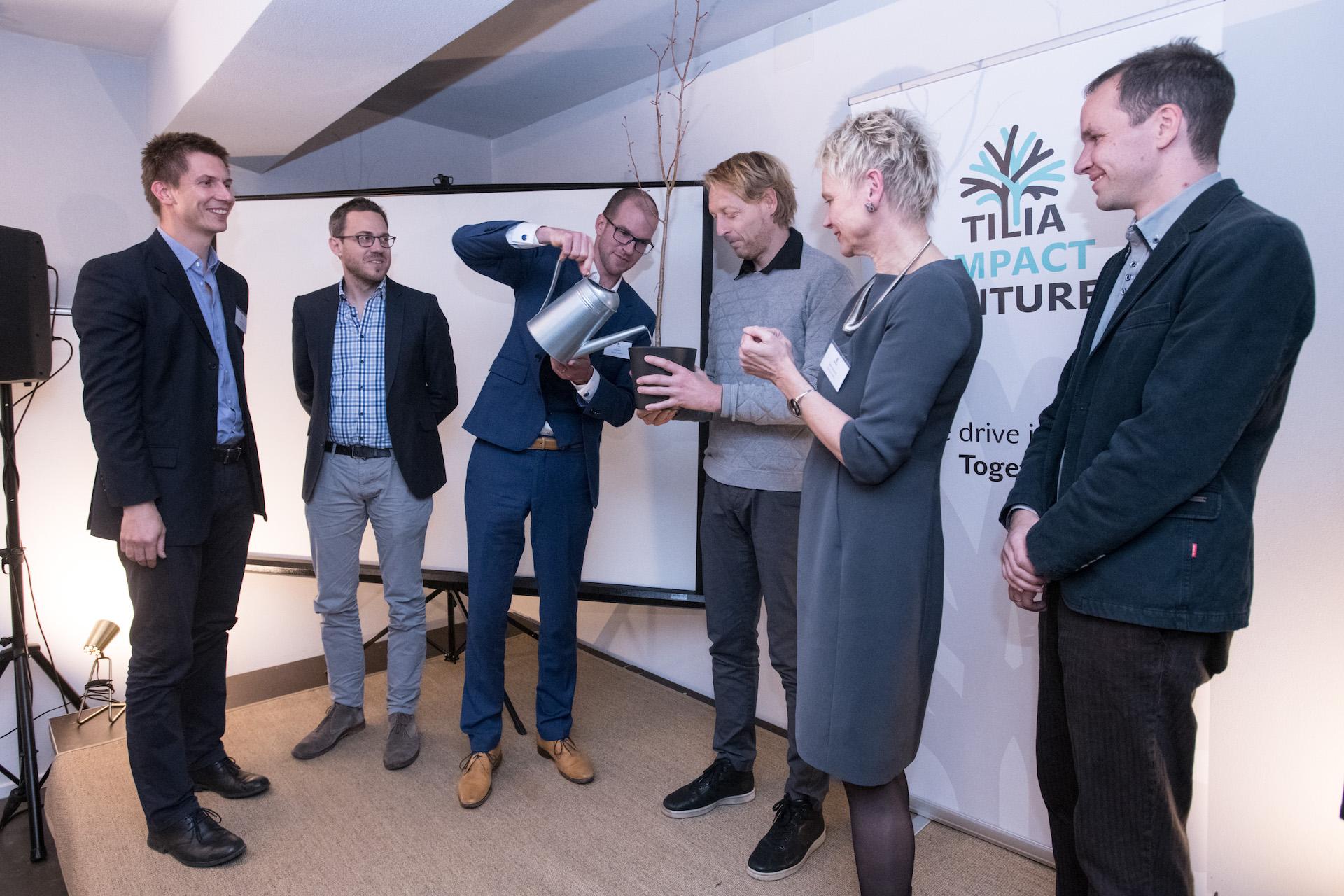 Partnerem fondu je také Nadace Karla Janečka (Karel Janeček uprostřed)