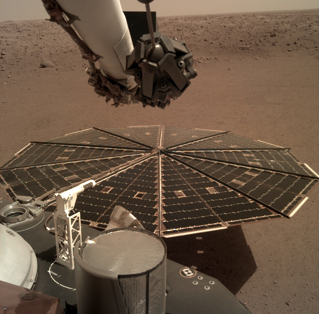 Pohled na solární panel sondy InSight