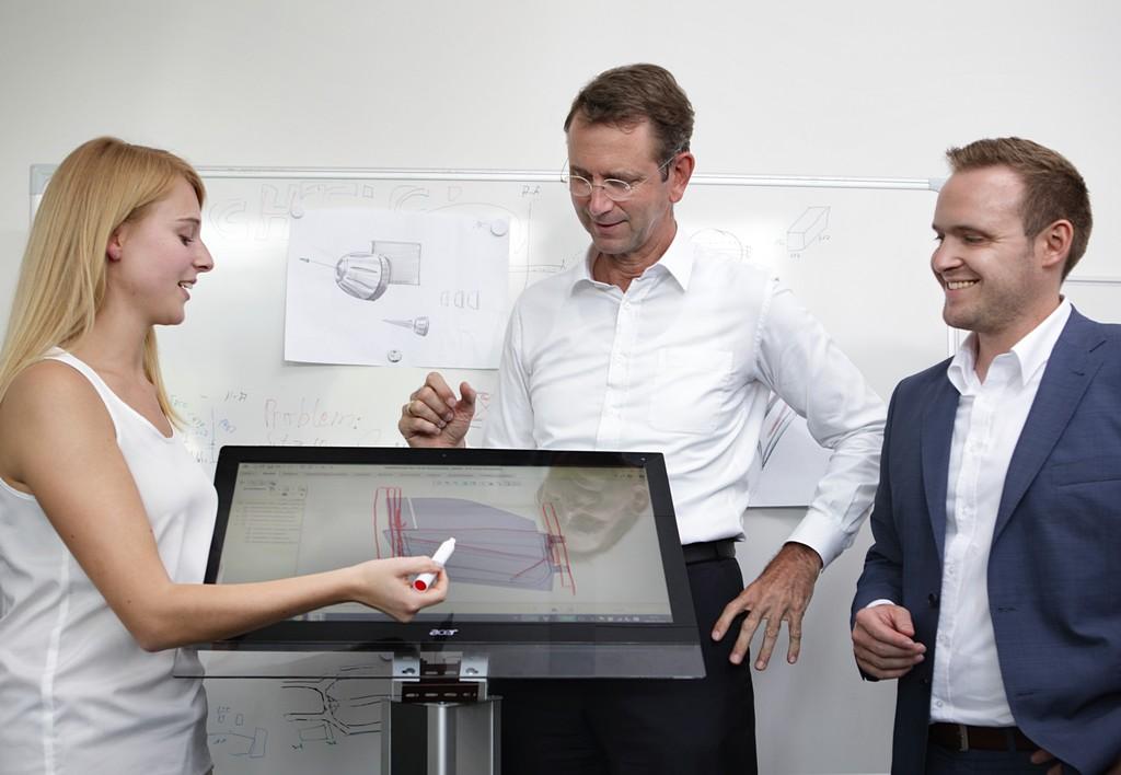 Zakladatel e.GO Guenther Schuh (uprostřed)
