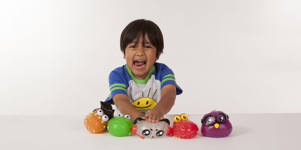 Nejvíce peněz na YouTube vydělává sedmiletý Ryan. Recenze hraček mu letos vynesly 22 milionů dolarů