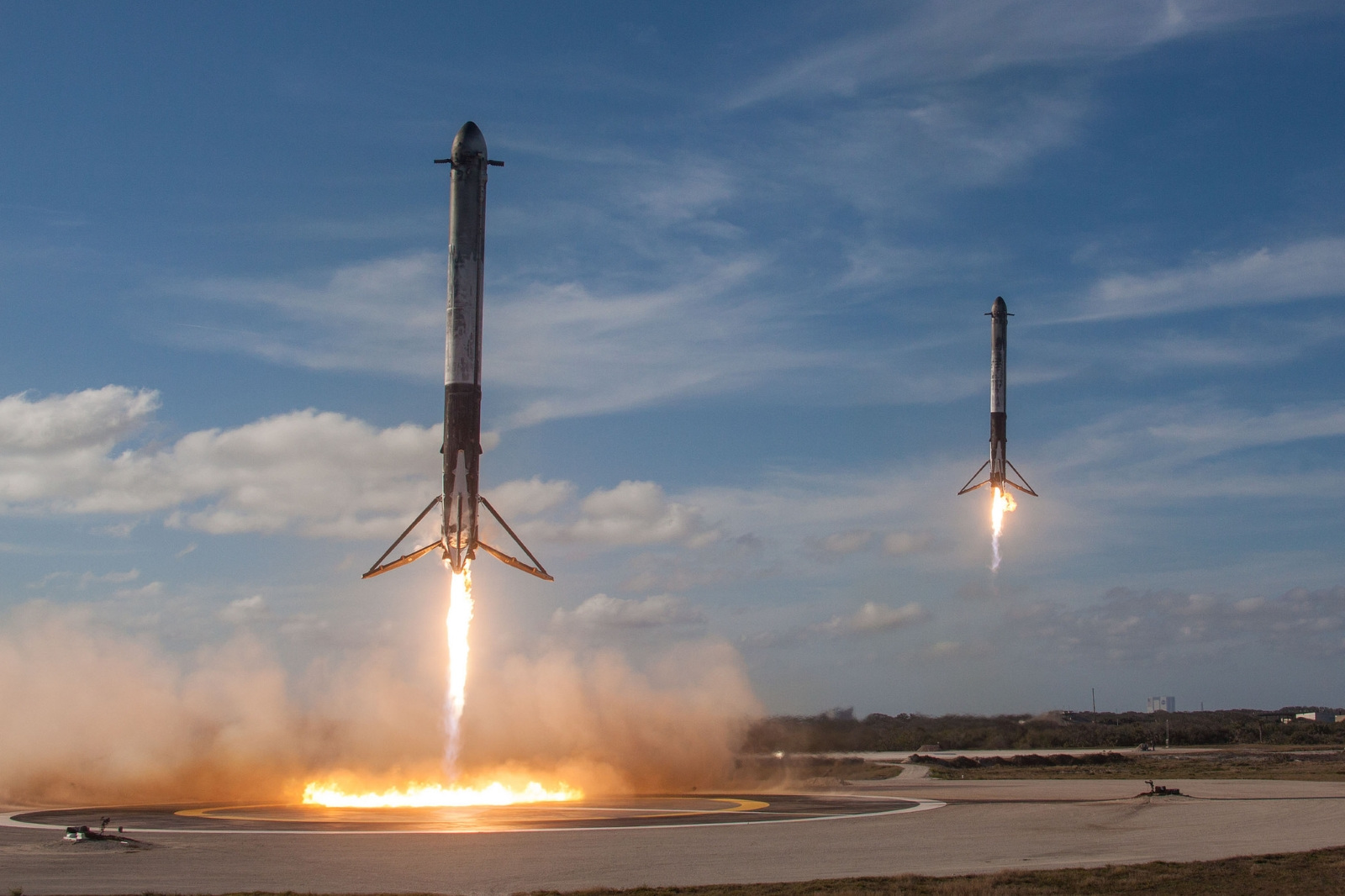 Perfektně synchronizovaný návrat boosterů na Zemi
