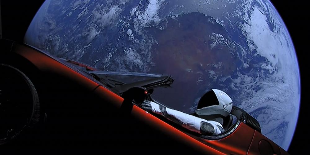 Rok 2018 pro SpaceX: jednadvacet letů, desítky satelitů, jeden Falcon Heavy a Tesla ve vesmíru
