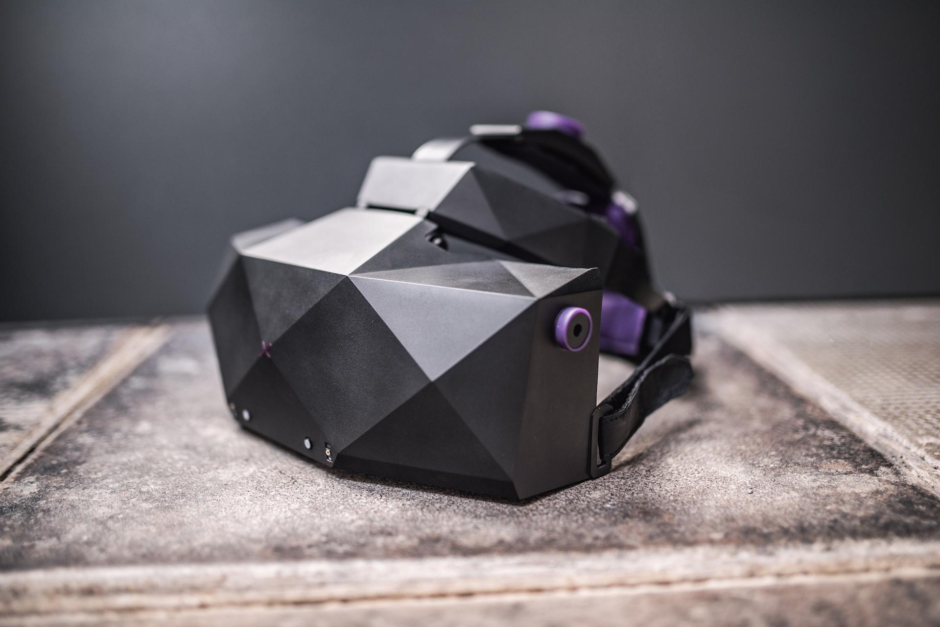 VR brýle XTAL od VRgineers