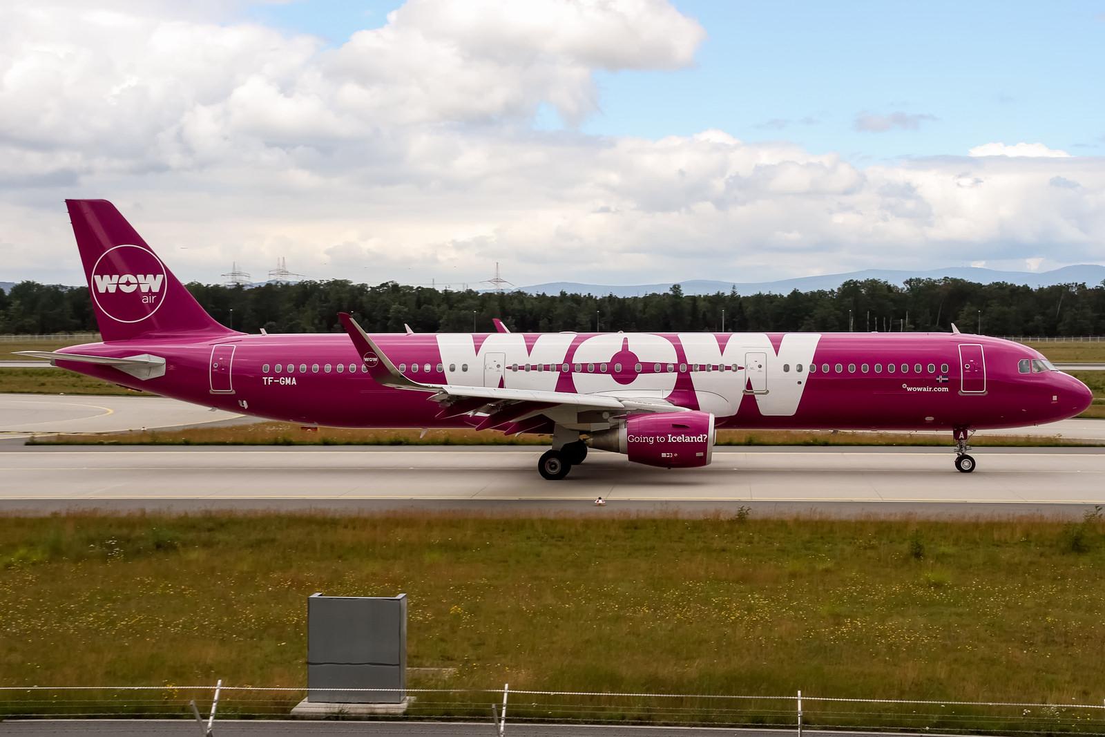 Letadlo nízkonákladové aerolinky WOW Air
