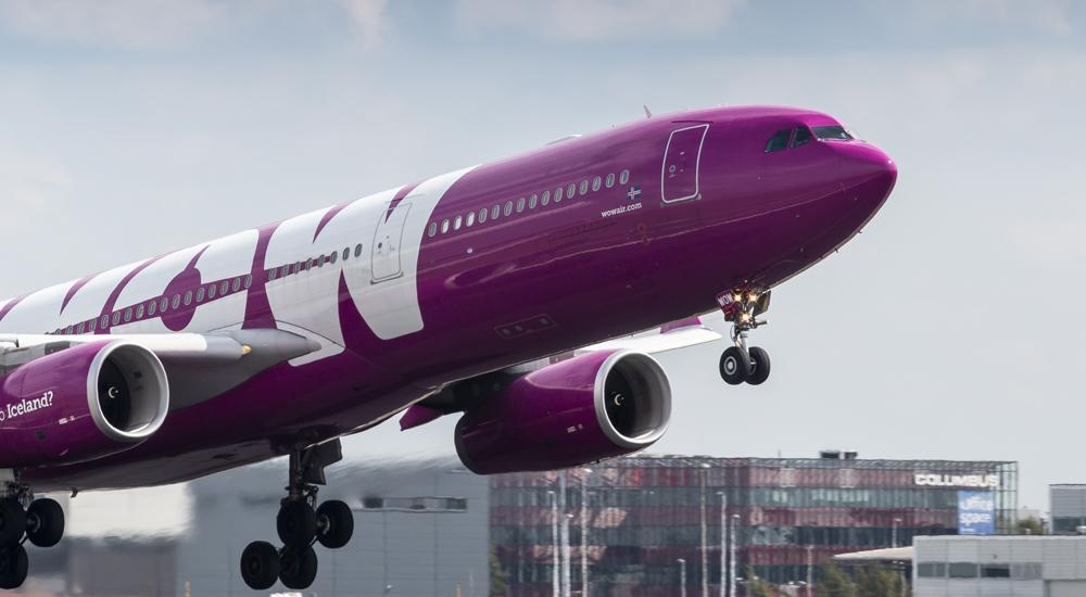 Nízkonákladovou aerolinku WOW Air má z dluhů dostat miliardová investice. Zatím se zbavuje spojů a letadel