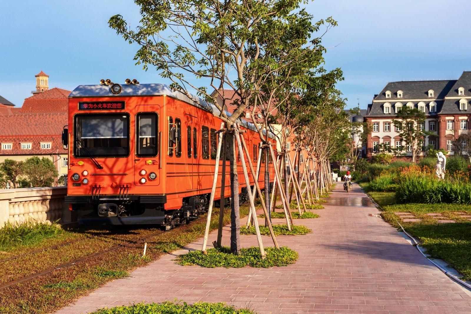 Tramvaj v novém kampusu Huawei