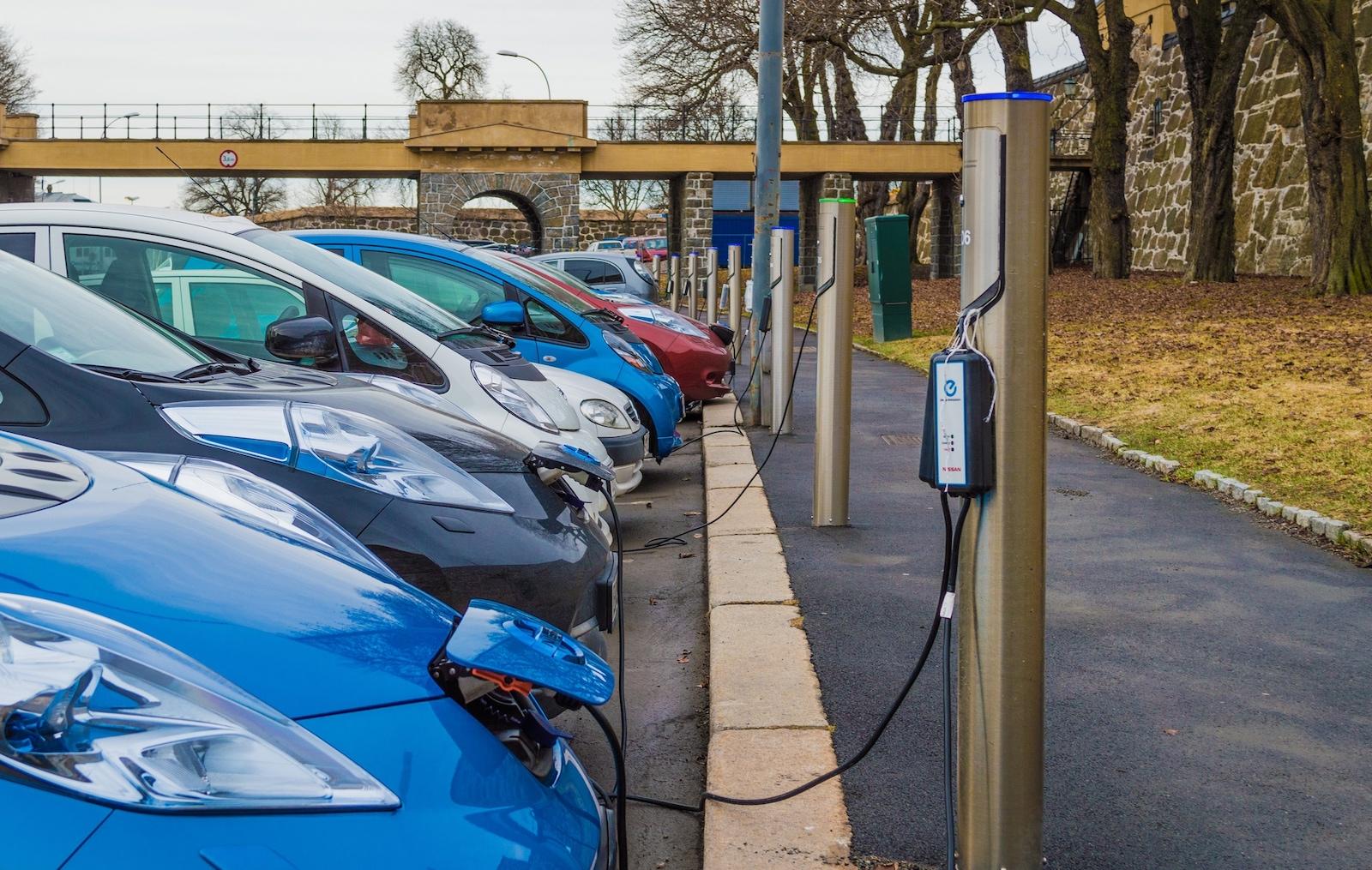 Elektrických aut se v Norsku prodává stále více