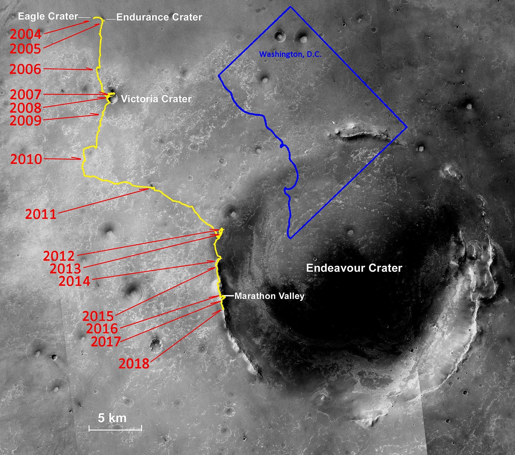 Cesta Opportunity po povrchu Marsu, vpravo pro porovnání velikost Washingtonu D.C.