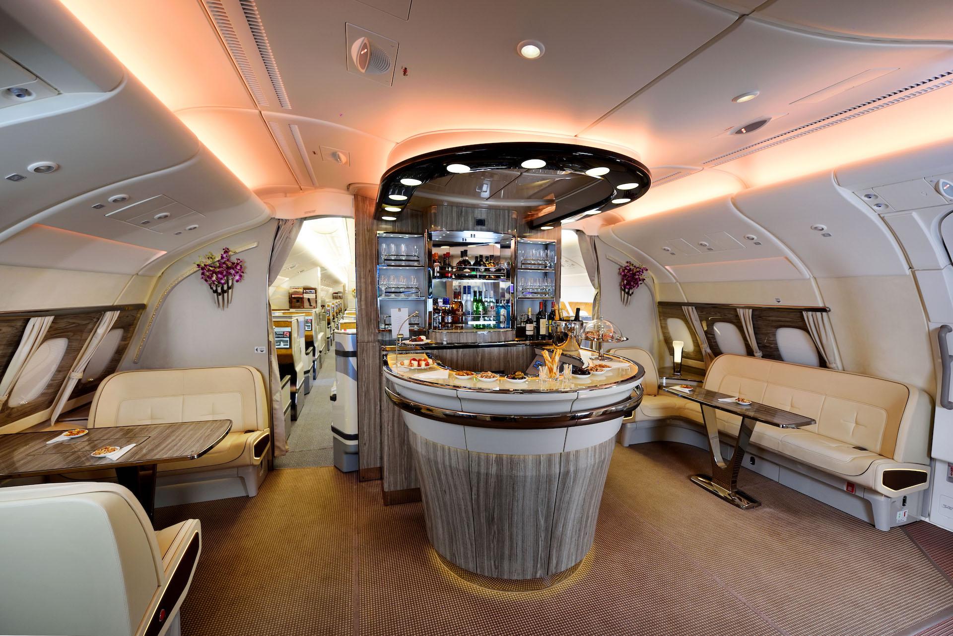 Palubní salónek v Airbusu A380 od Emirates
