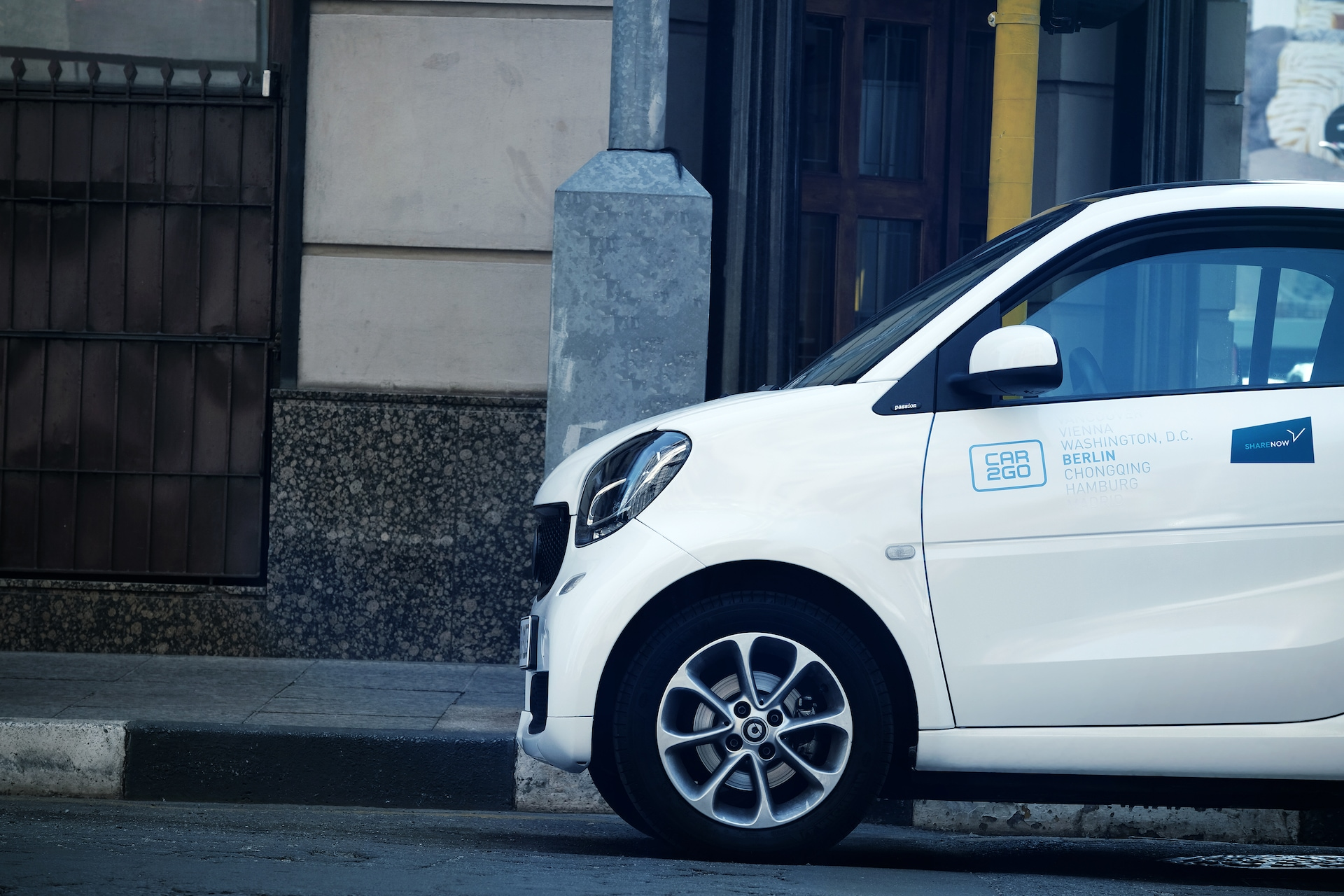Společný carsharing od BMW a Daimleru bude rozvíjen jako Share Now