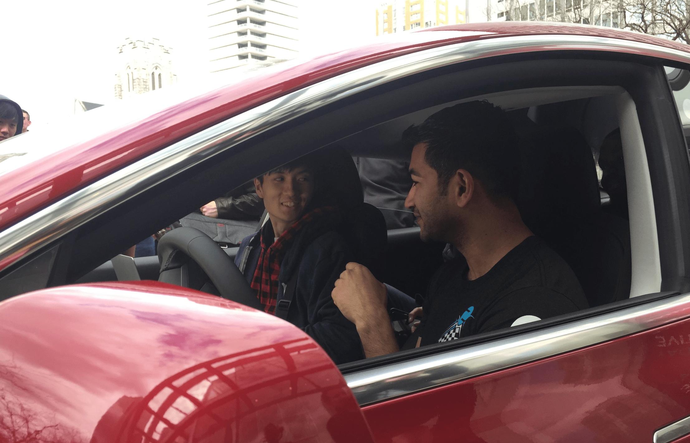 Jeden z analytiků, který na test dohlížel přímo ve vozidle