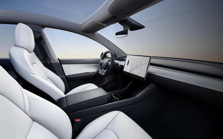 Luxusnější verze interiéru Modelu Y, kterým budou disponovat dražší verze