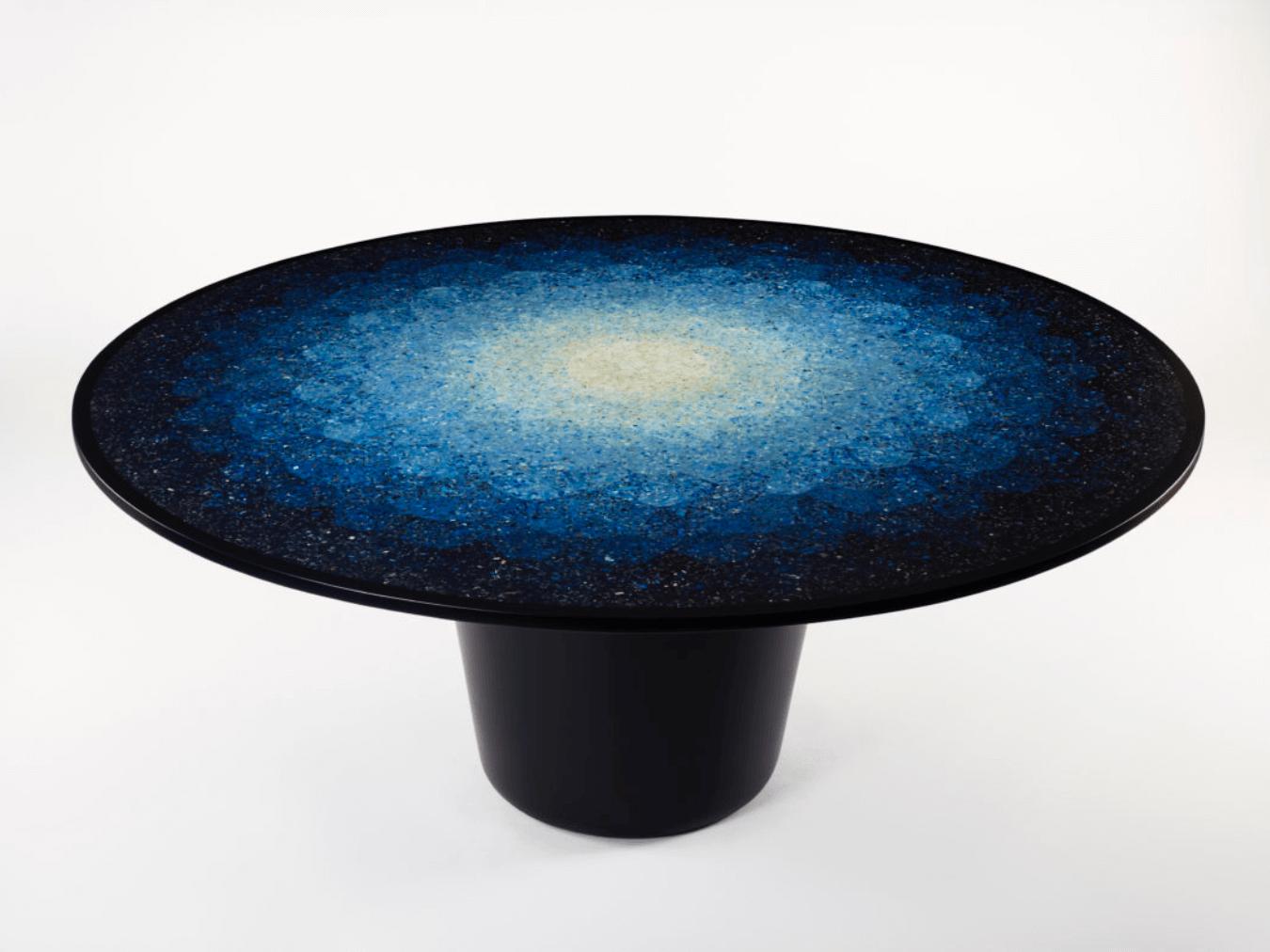 Gyro table vyrobený z částeček plastu