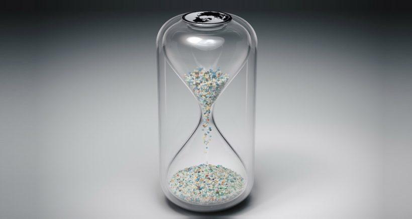 hourglass-microplastic1