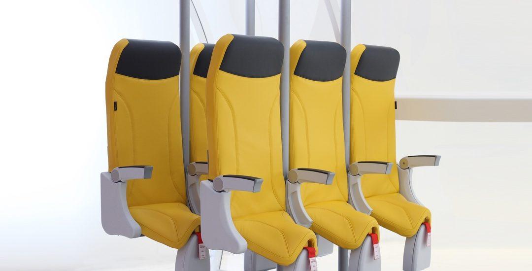 Nová doba v levném cestování letadlem. Italové představili sedačky připomínající let na stojáka