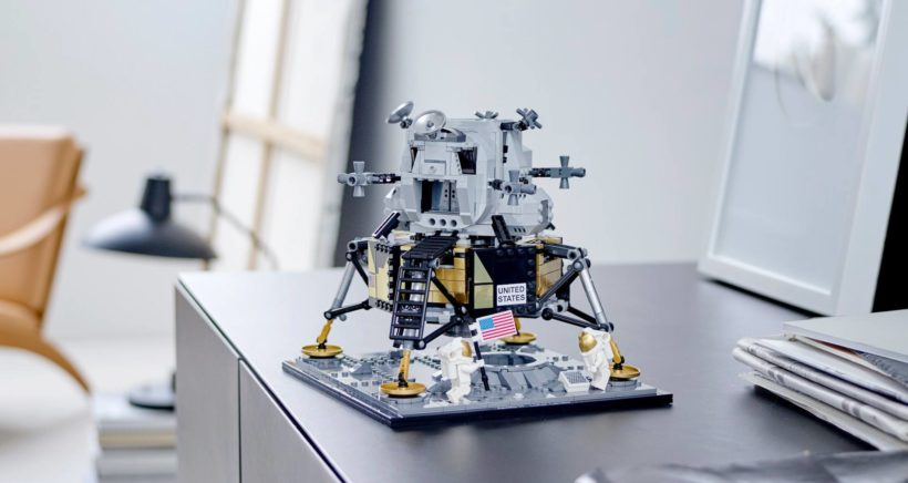 lego-apollo-11-top