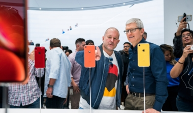 apple-jony-ive-tim-cook-iphone-xr
