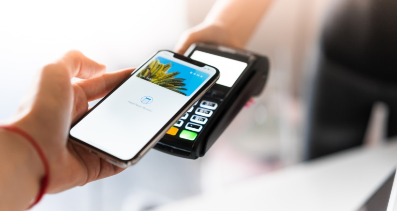 apple-pay-iphone-4-min