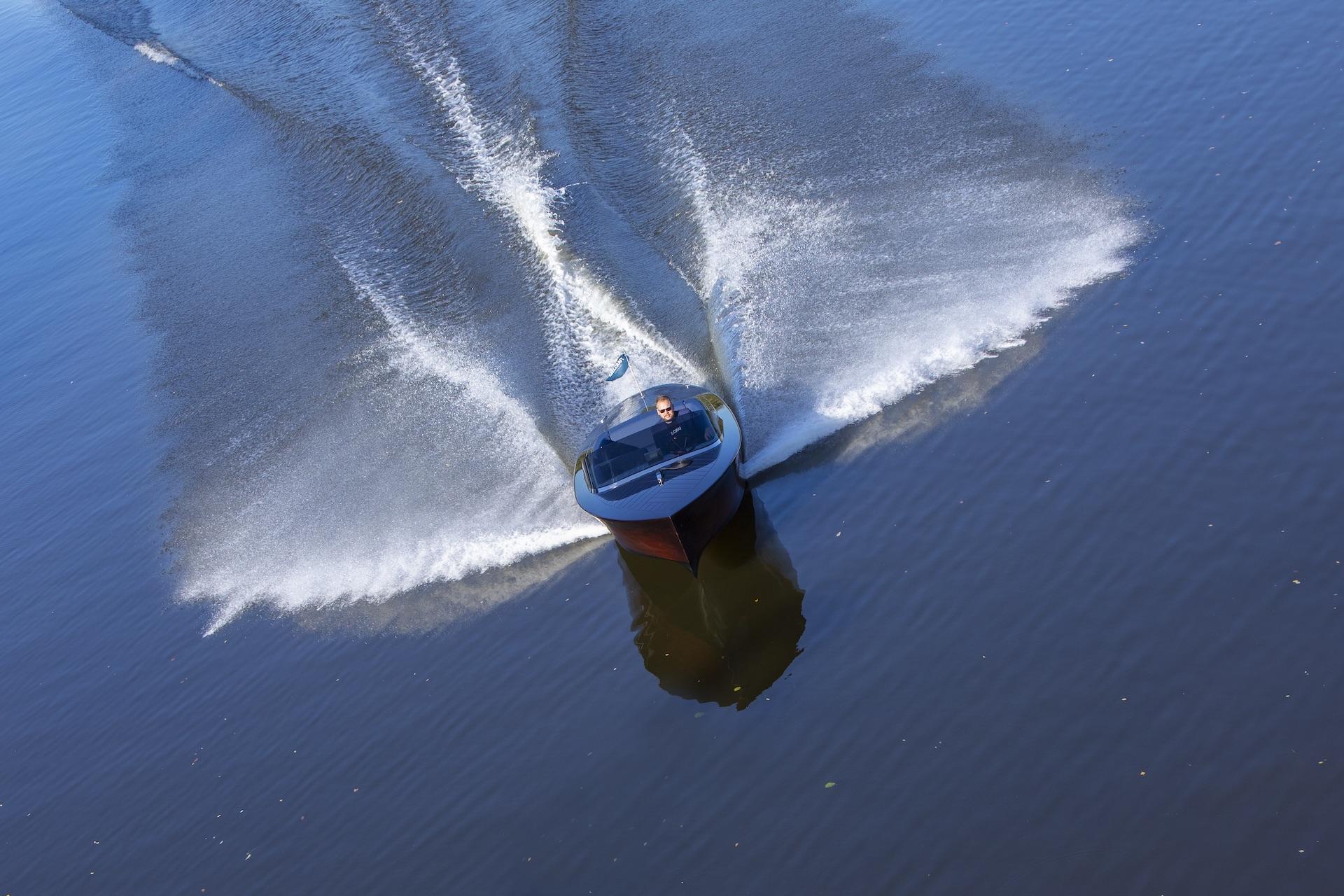 Vodní připojení pro motor lodi
