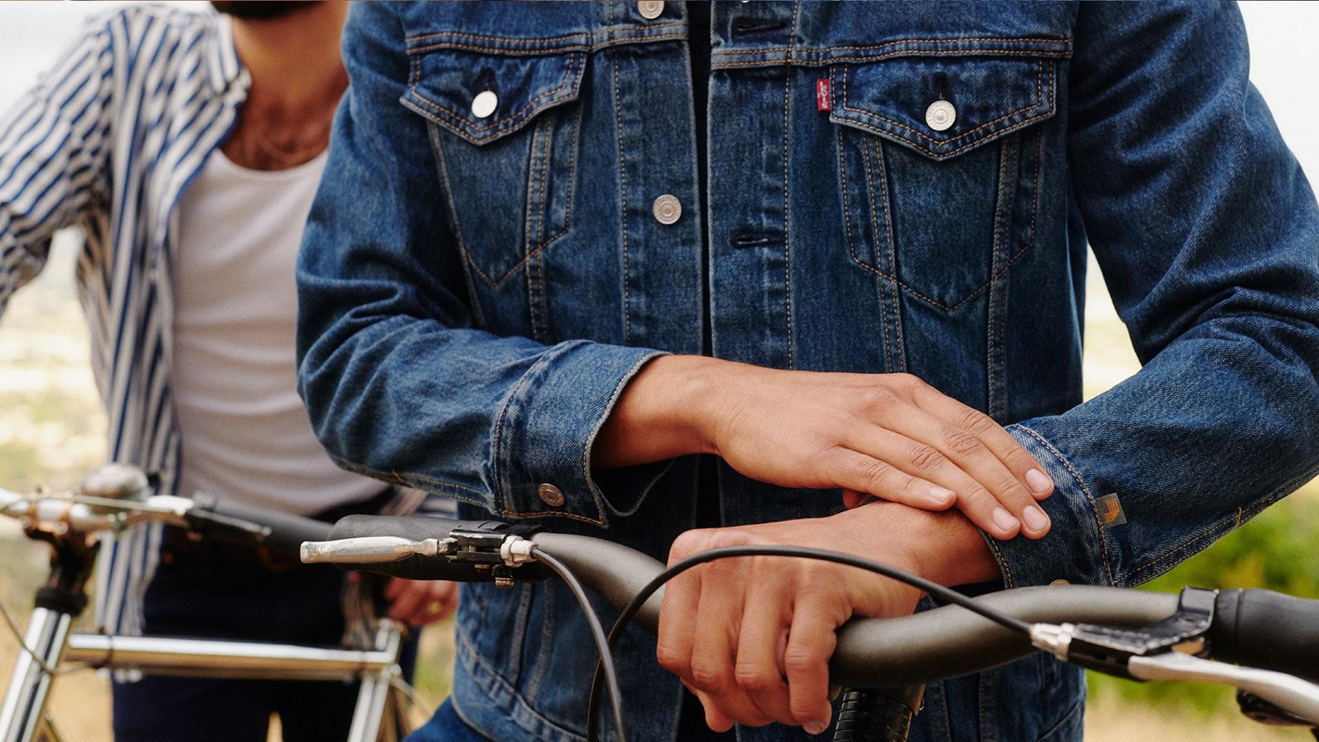 Technologie v módě. Google a Levi's vytvořili džínovou bundu, se kterou lze  ovládat mobilní telefon - CzechCrunch