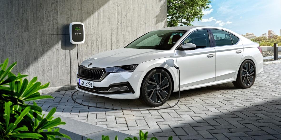 skoda-octavia-iv-combi-hybrid-charging-min