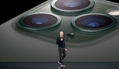 tim-cook-iphone11-pro-apple-keynote